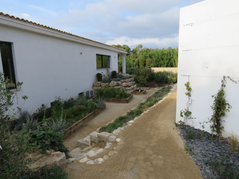 Paysagiste aix en provence for jardins fleuris paysagiste for Entretien jardin avignon