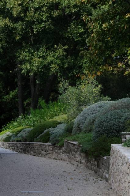 Cr ation et entretien de jardin dans une propri t - Petit jardin facile a entretien marseille ...